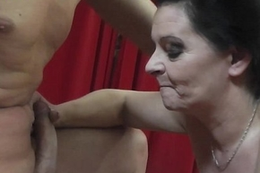 MILF goddness be advisable for chum around with annoy tongue