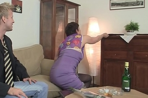 Old grandma approximately stockings is fucked on chum around with annoy sofa